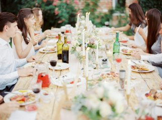 Intimate wedding reception | Cozy and Intimate Rustic Wedding | Photography : yuriyatel.com | read more: fabmood.com