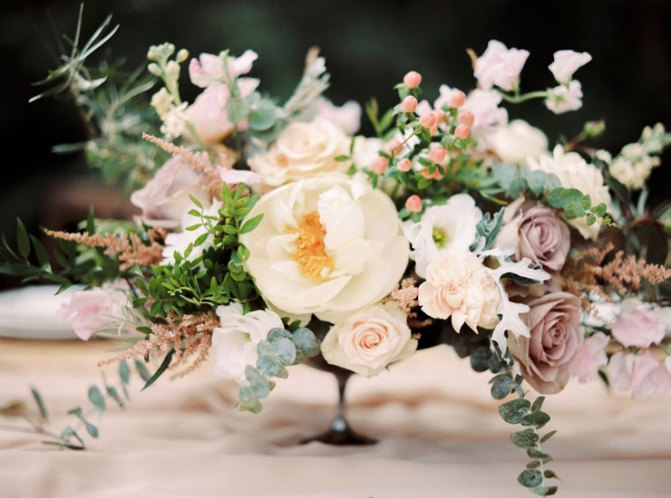 Earthy Tones wedding centerpieces | Cozy and Intimate Rustic Wedding | Photography : yuriyatel.com | read more: fabmood.com