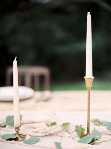 wedding table decorations | Cozy and Intimate Rustic Wedding | Photography : yuriyatel.com | read more: fabmood.com