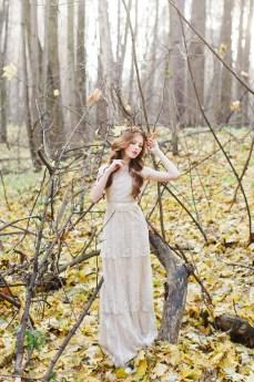 Wedding cake - Woodland wedding table setting ideas - Enchanted Forest Fairytale Wedding in Shades of Autumn | fabmood.com