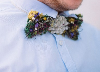 Groom wears a tree bark bow tie for Natural,Boho Hippie Chic Wedding | fab mood