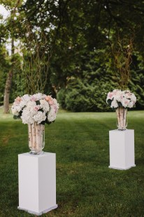 Flower arrangement for Garden wedding ceremony decoration | fabmood.com #gradenwedding #weddingdecoration