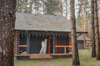 Quaint mountain cabin | Rustic wedding | fabmood.com #wedding #mountainwedding