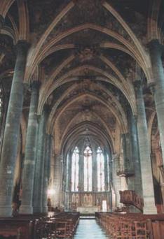La nef et le chœur oriental.