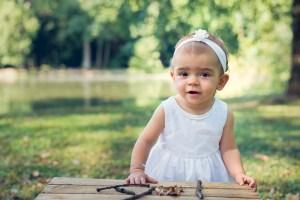 Photo bébé dans un parc