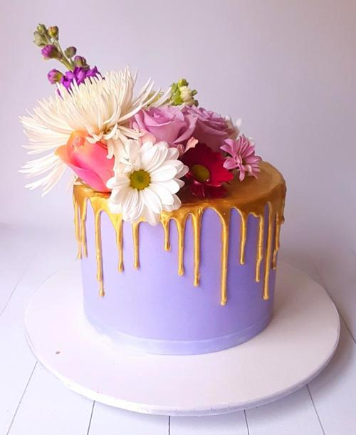 Gold Drip Fresh Flowers Cake