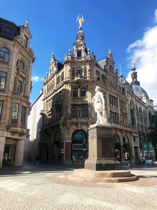 Antwerpen: de stad der mondkapjes