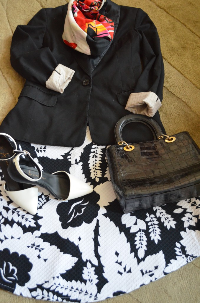 Skirt Retreat Vintage, H&M jacket, vintage 80's bag Russell & Bromley, shoes Primark, scarf Palmo Picasso