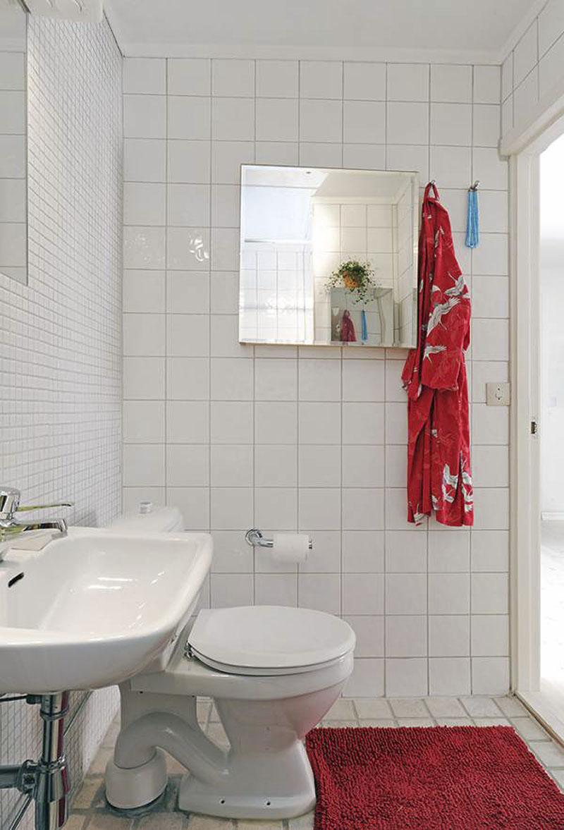 Unique ways of decorating the small bathroom on Bathroom Ideas Apartment  id=90843