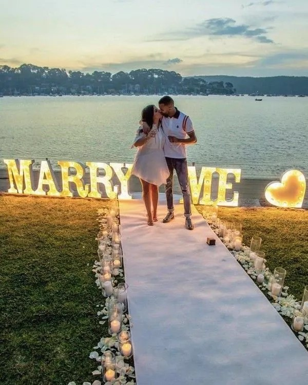 Unconventional romantic wedding proposals to draw ideas