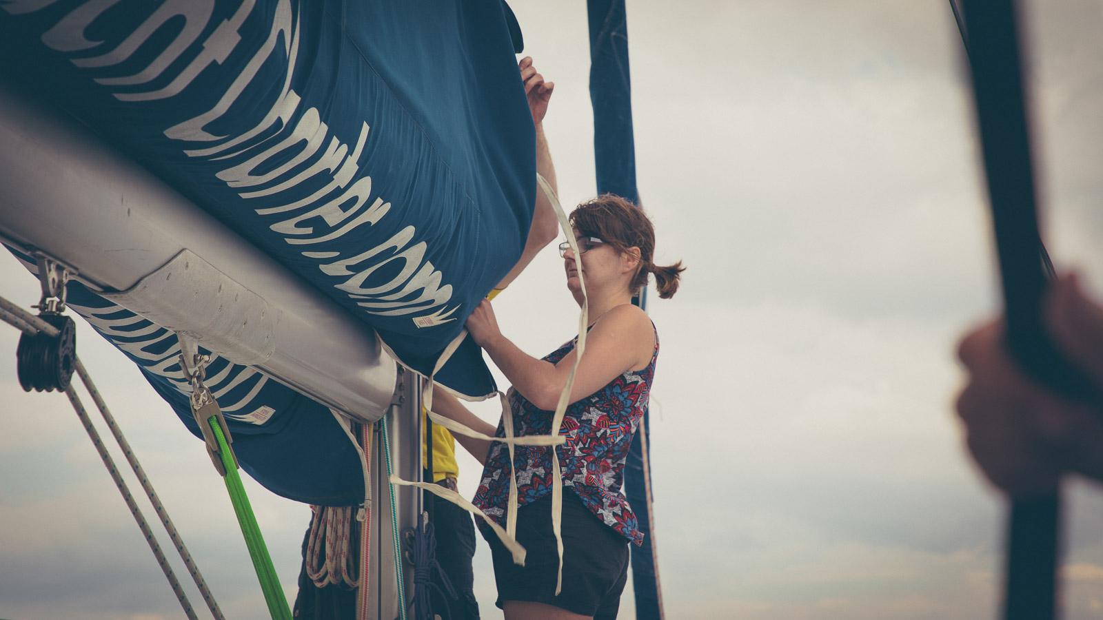 Main sail release
