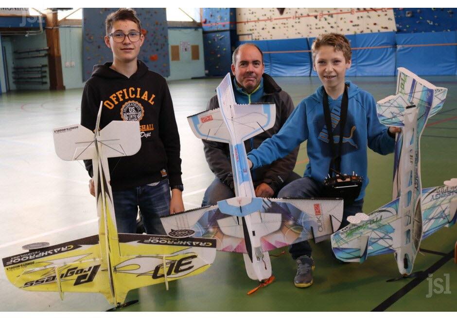 eliot-16-ans-et-lancelot-13-ans-entourent-le-president-thierry-malosse-maryvonne-bidault-1553007247