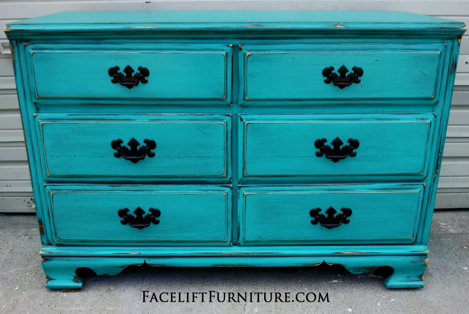 Exceptionnel Distressed Turquoise Dresser With Black Vintage Pulls. Facelift Furniture  DIY Blog