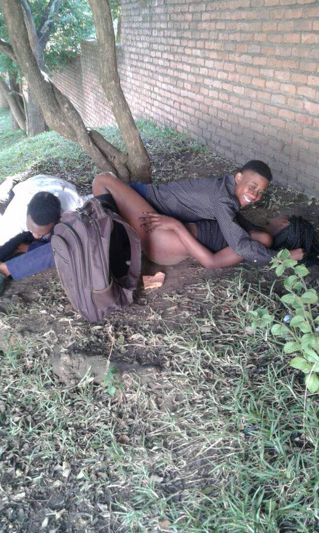 OMG! Students caught having $ex in broad daylight on school's compound (+18ONLY) 3