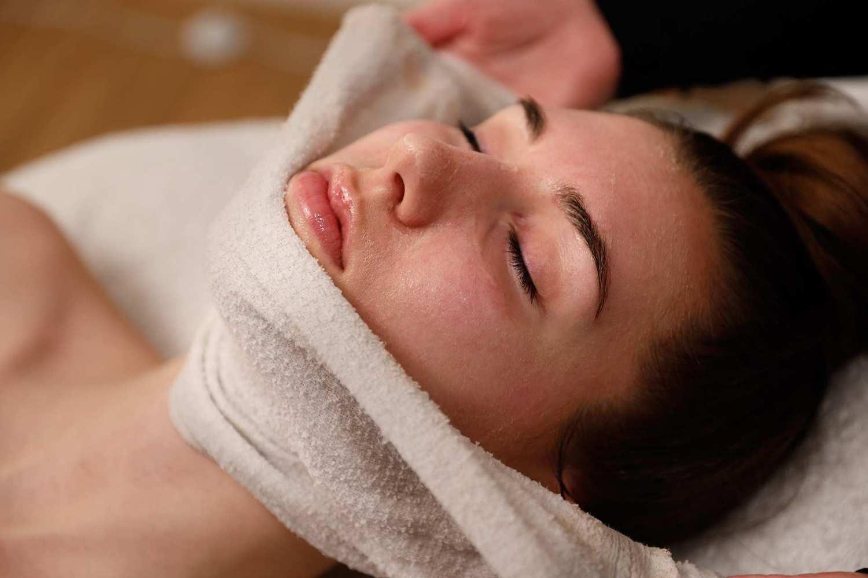 Schone huid door gezichtsbehandeling