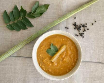 Murangakai Soup (Tamil Drumstick Sāmbhar Soup)