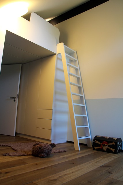 Hochbett Kind im modernen Fachwerkhaus von Huf Haus