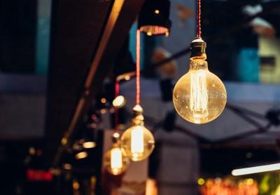 FACUA alerta de que el precio de la luz bate hoy su récord de 2018 y es un 24% más caro que hace un año