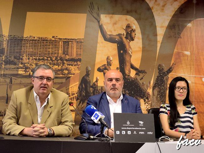 Hou Yifan Valencia y Luis Barona Boj
