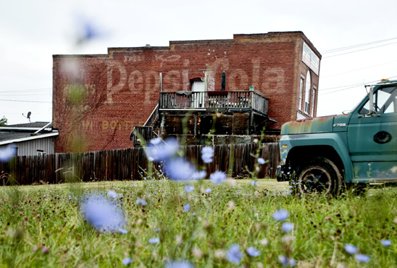 Area ghost signs tell stories of the past | JournalNow.com