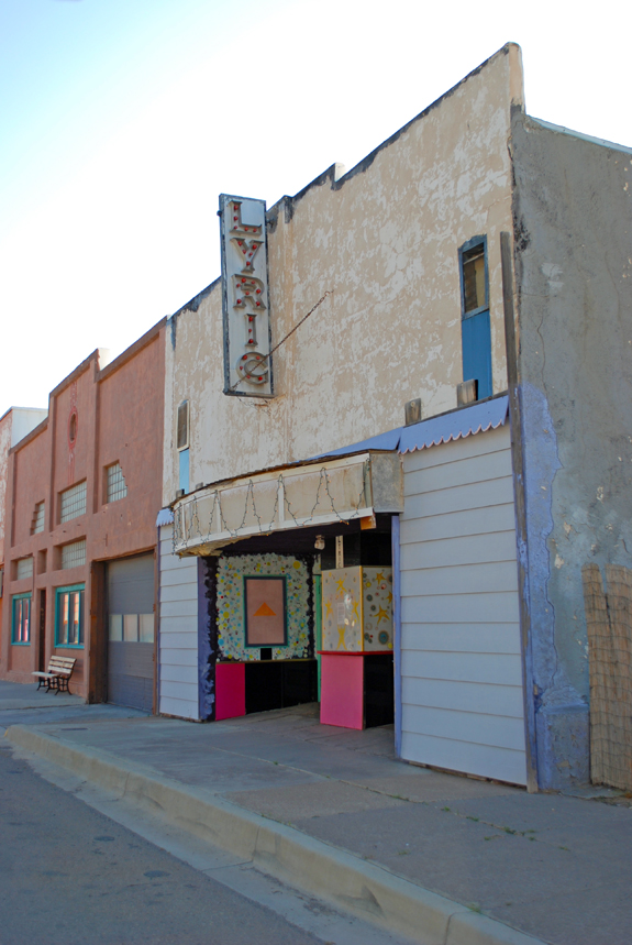 Lyric lyric theatre nyc : Lyric Theatre – Carrizozo, NM – August 2009 – Fading Ad Blog