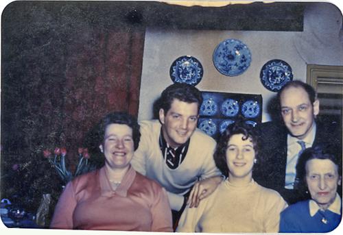 Johanna Fokkens-Broekveldt (oma-grandmother), Harold Jump, Willy Broekveldt-Jump, Frans Broekveldt II (opa-grandfather), Gatske de Jong - de Wit