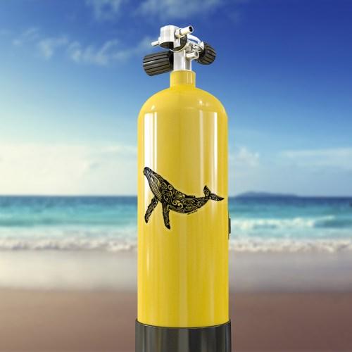 stikers autocolant de baleine a bosse transparent sur bouteille de plongée sous marine