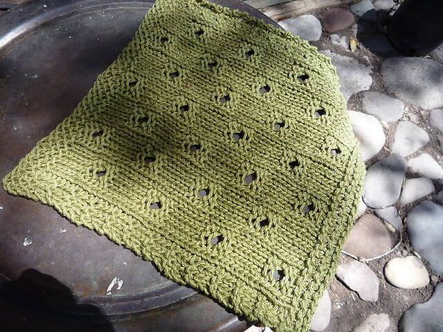 Hip to Be Square, free knitting pattern | dishcloth, washcloth, quilt square, knitting | faerwear