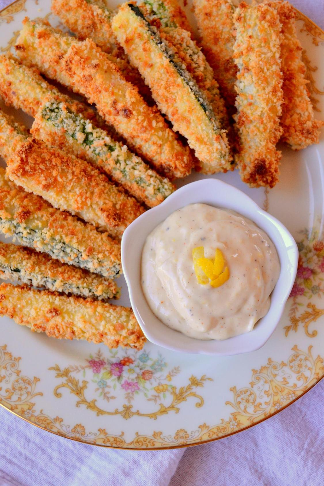 Baked Parmesan Zucchini Sticks with Lemon Garlic Aioli on www.TattooedMartha.com (5)
