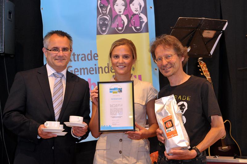 Groebenzell_Fairtrade_Übergabe