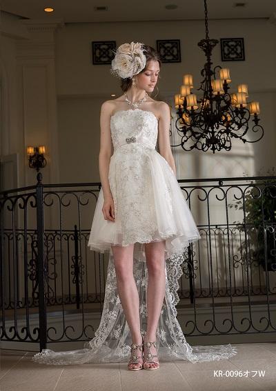 白のミニドレス