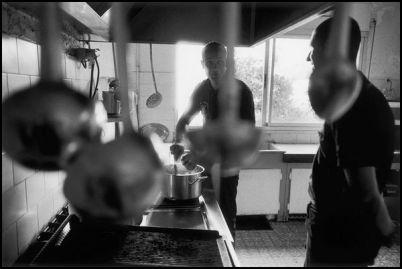 Marseille juillet 2004, dans les cuisines de la caserne de pointe rouge