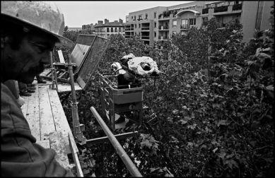 Lyon avril 2004 10H34, sauvetage d'un ouvrier du batiment avec l'aide de l'échelle des pompiers.