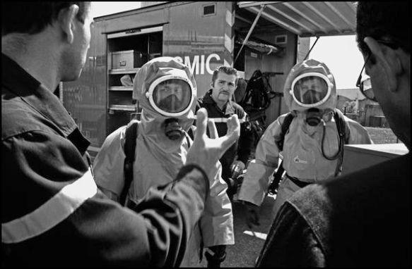 Lyon avril 2004 09H30, manoeuvre de la cellule aux risque chimique. Couloir de la chimie.