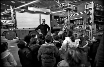 Bourges mars 2005 14H30, visite d'une école maternelle à la caserne.
