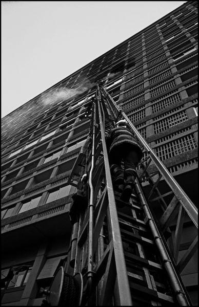 Lyon avril 2004 16H34, feu dans immeuble du centre ville de Lyon.