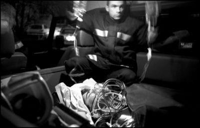 le 4x4 des sapeurs pompiers est nécéssaire pour l'évacuation du jeune motard ayant fait une chute sur un terrain de cross (Busac Charente novembre 2003 à18h30