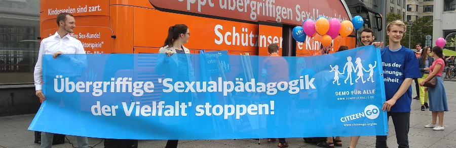 Bus der Meinungsfreiheit - Berlin - Faktum Magazin