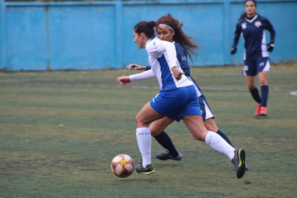 SAS player (Nancy Tchaylian)