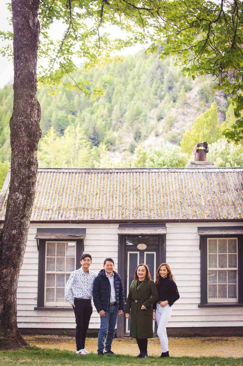 Professional Queenstown Family Photos with Fallon Photography and Shootvenirs