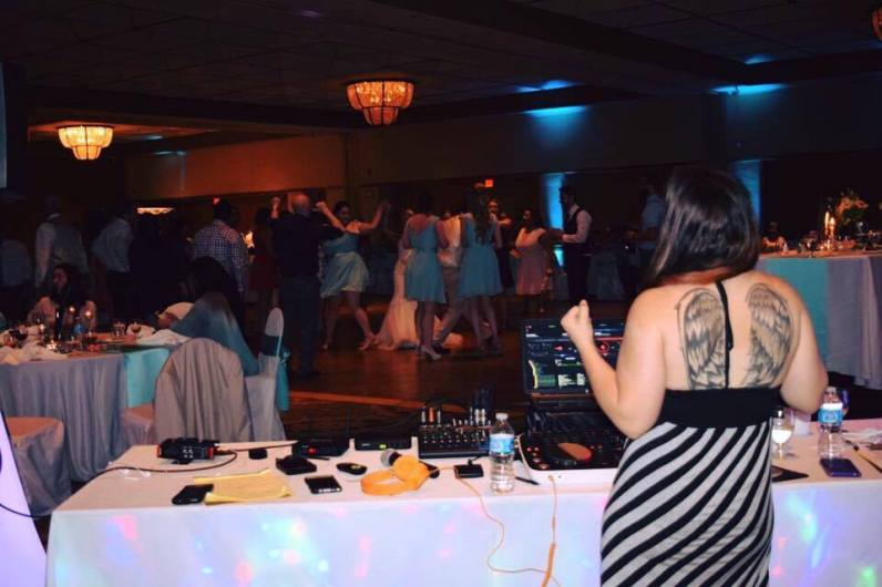 DJ_At_Wedding_Reception
