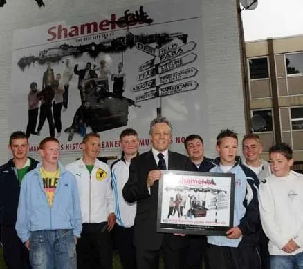 CELEBS AND POLITICIANS SUPPORT ANTI-DRUGS MURAL IN BELFAST ...