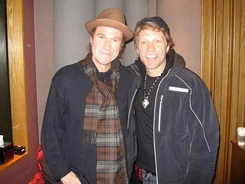 https://i1.wp.com/www.famemagazine.co.uk/wp-content/uploads/2010/11/Ray-Davies-jon-bon-jovi.jpg