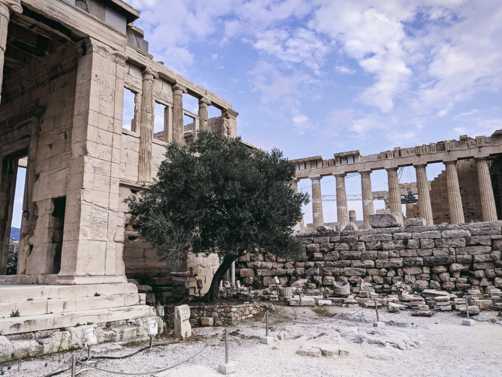 FAMILEE Travel_Europe_GREECE_Athens__strategic stopover_long layover_couple travel_travel tips_ Acropolis.jpg