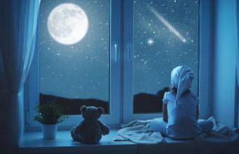 Spia vaše ratolesti svami vposteli? Účinné rady, ako ich to odnaučiť!