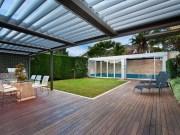 Túžite po pergole vo vašej záhrade? Vsaďte na bioklimatickú pergolu