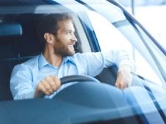 Cítite sa po šoférovaní ako rozlámaní? Možno nesprávne sedíte