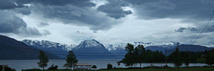 Aublick auf den Folgafonna Gletscher vom Campingplatz