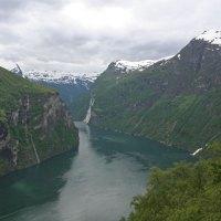Ausblick auf den Geirangerfjord mit den 'Sieben Schwestern' (Wasserfälle)