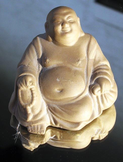 Dicker Buddha. Unerklärlich ausgelassen.